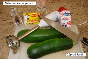 Ustensiles et ingrédients pour un velouté de courgette