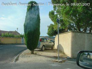 Arbre et vélicule génant la visibilité _ Accident Scotto - Provence - Rochefort du Gard